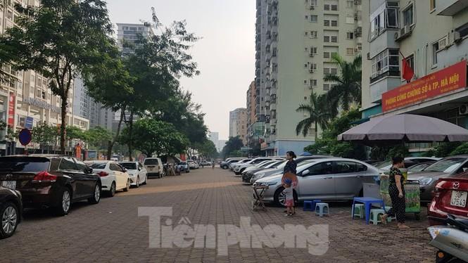 Cận cảnh khu đất công làm bãi xe 'biến hình' thành cao ốc ở Hà Nội - Ảnh 14.