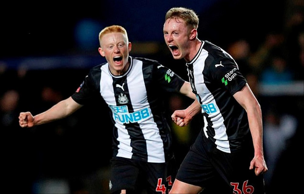 Newcastle trở thành CLB giàu nhất nước Anh - Ảnh 1.
