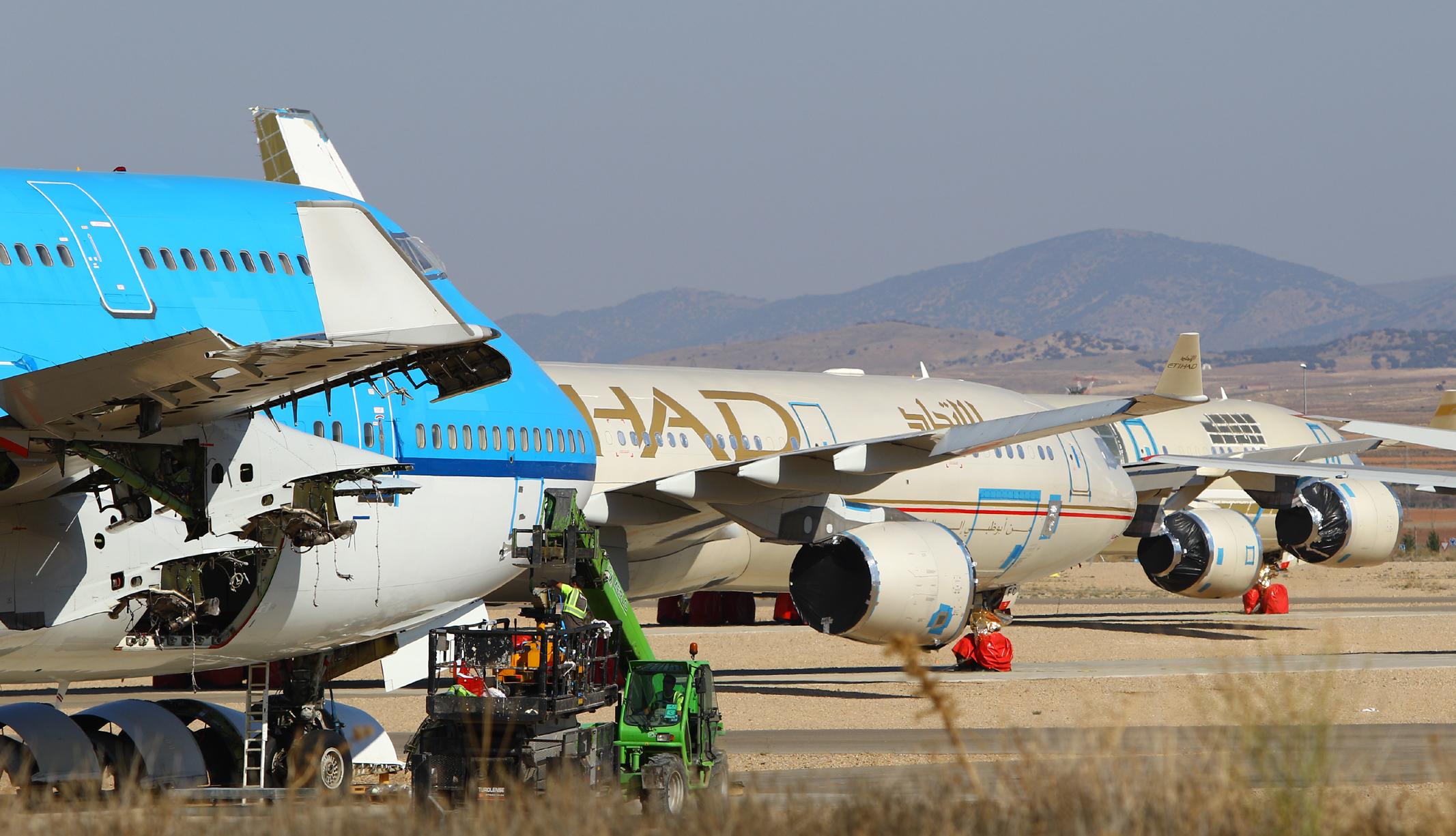 Phi trường cho thuê bãi đỗ và bảo trì máy bay phát tài nhờ COVID-19 - Ảnh 1.