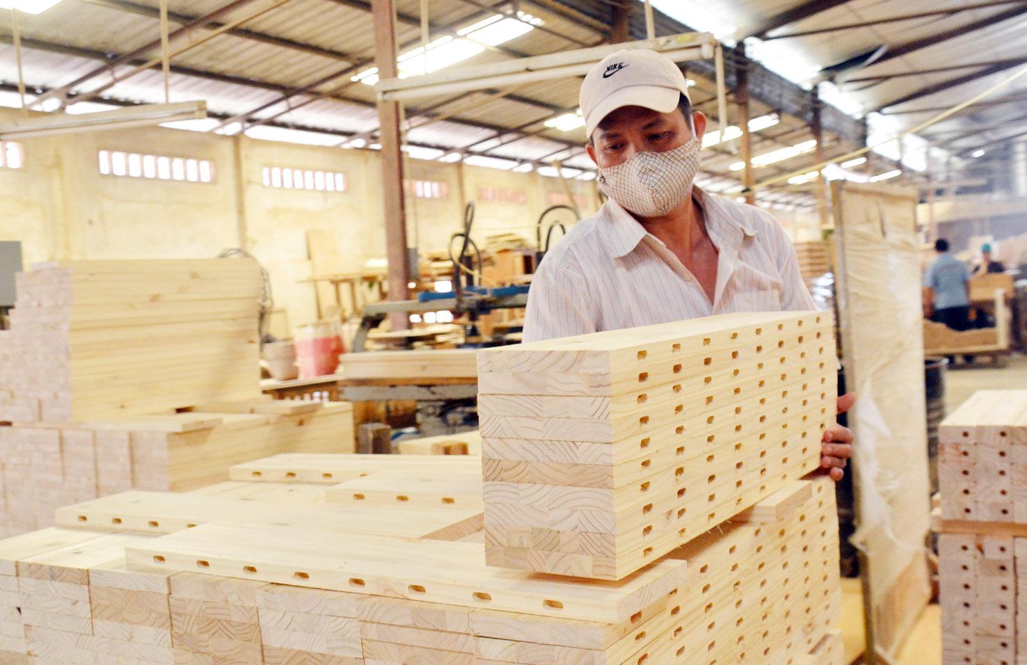 Xuất nhập khẩu Việt Nam và UAE tháng 4/2020: Xuất siêu hơn 166,8 triệu USD - Ảnh 1.