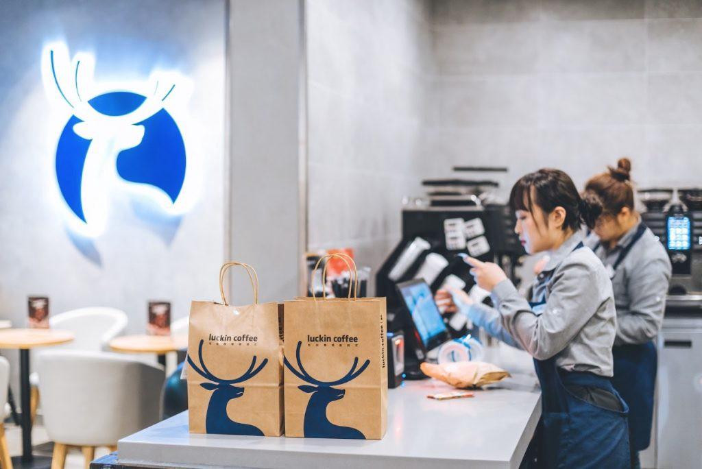 Từ khách hàng lí tưởng, người sáng lập chuỗi cà phê Luckin Coffee trở thành cơn ác mộng của Credit Suisse - Ảnh 1.