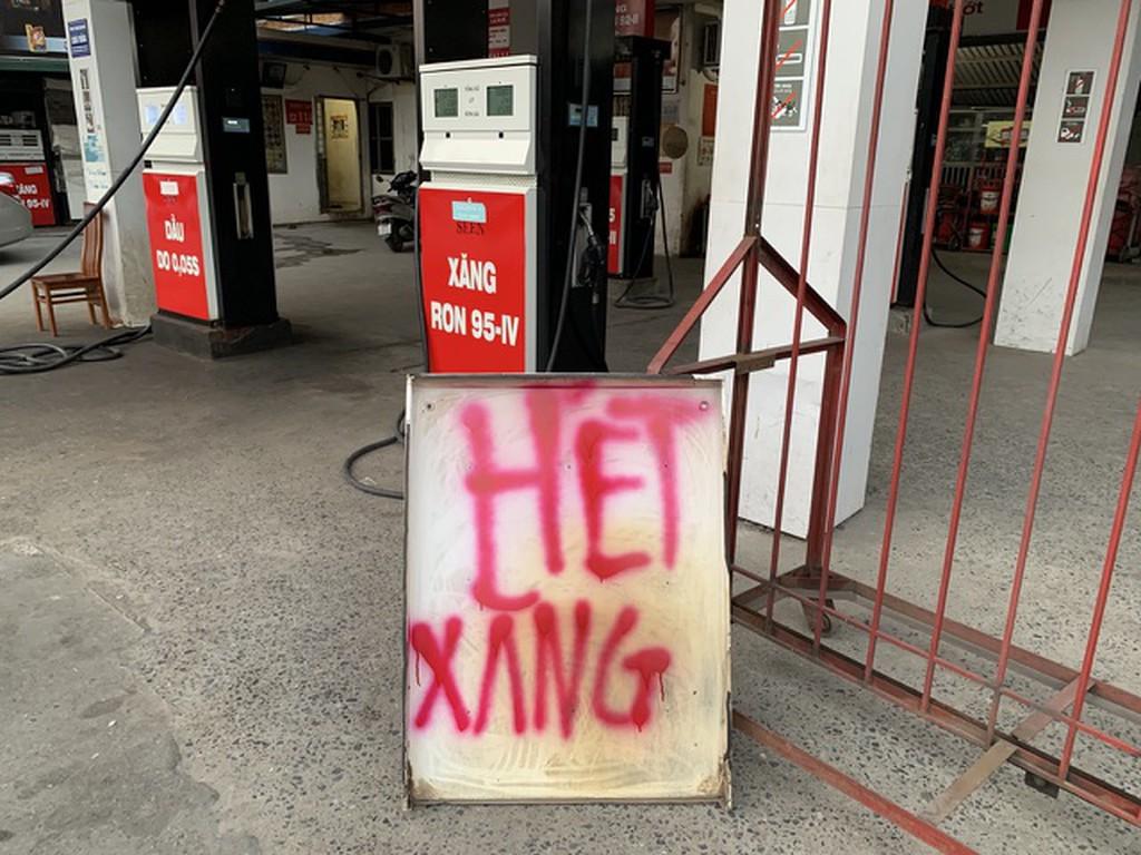 Bộ Công Thương: Tình trạng thiếu xăng ở các cửa hàng chỉ là cục bộ, tổng nguồn cung cả nước vẫn đủ - Ảnh 1.