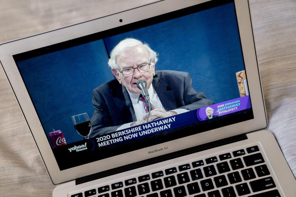 Warren Buffett đã bán sạch cổ phiếu hàng không, thừa nhận sai lầm khi đầu tư - Ảnh 1.