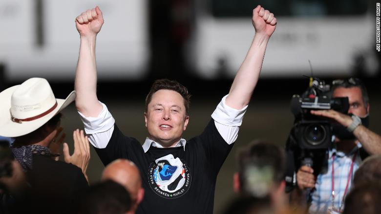 Cổ phiếu Tesla tăng giá gấp 5 lần từ đầu năm, Elon Musk trở thành người thứ tư trên thế giới có trên 100 tỉ USD - Ảnh 1.