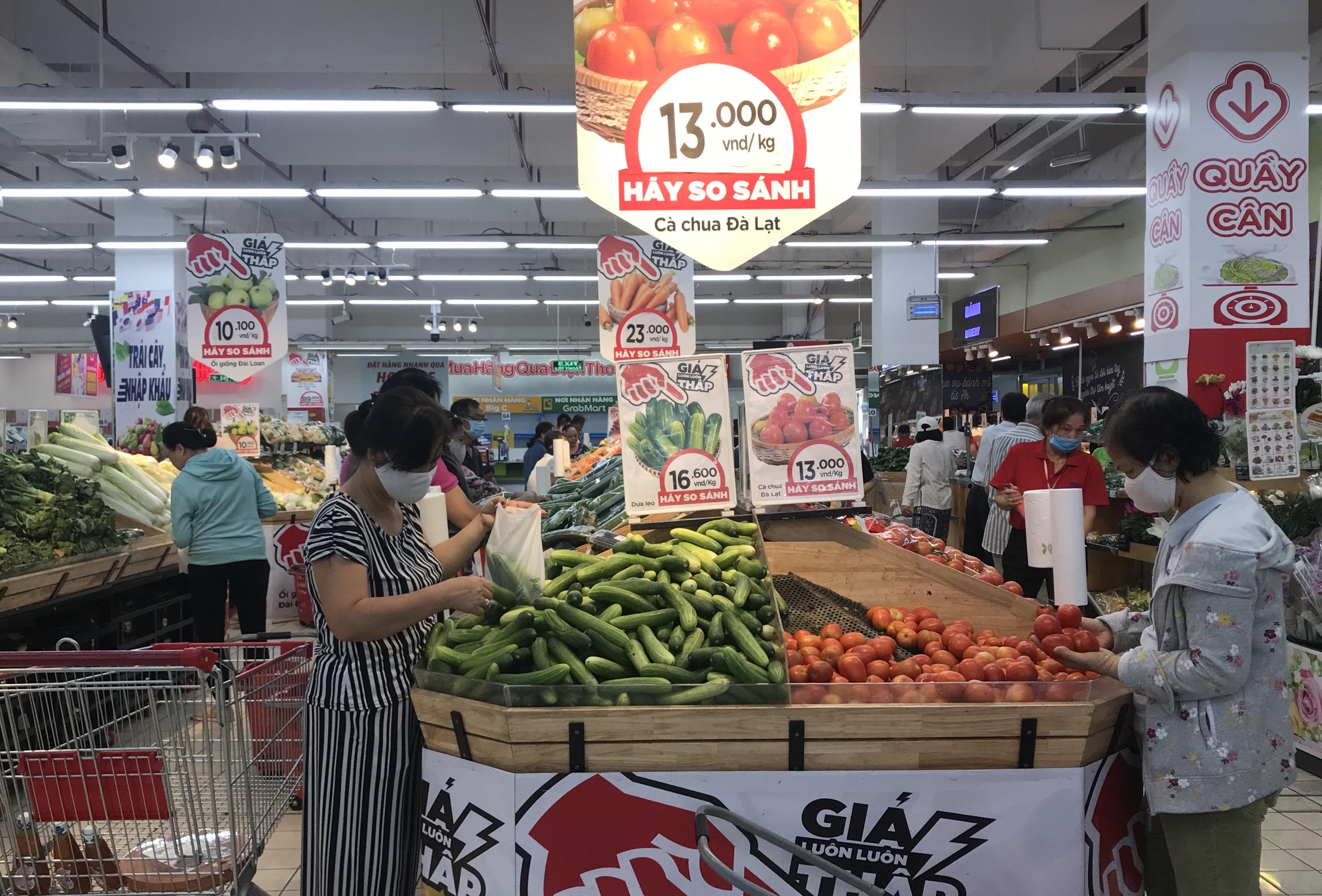 Sắp đóng cửa, Big C miền Đông ồ ạt khuyến mãi, người tiêu dùng lạc trong mê cung hàng giá sốc - Ảnh 9.