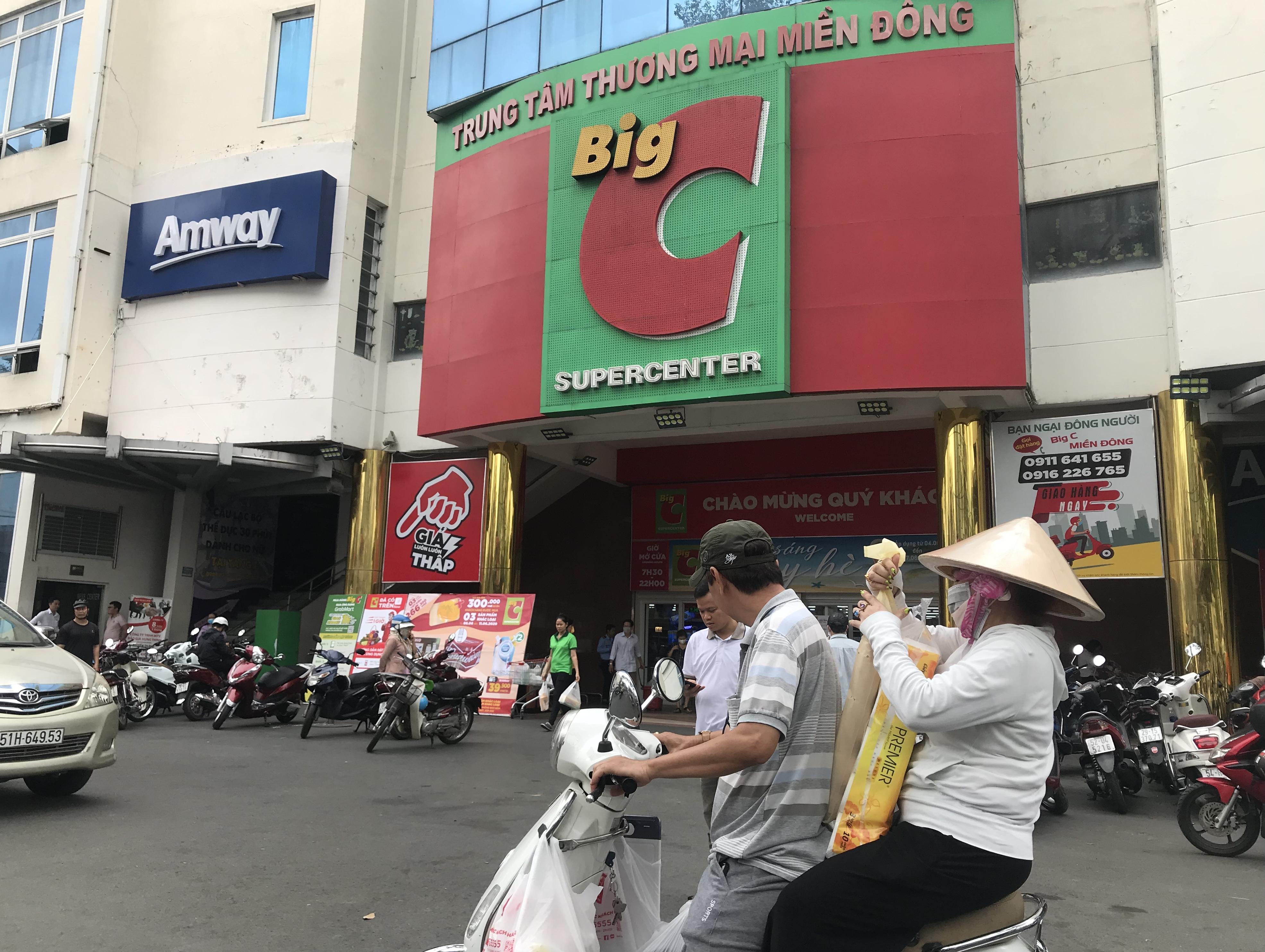Sắp đóng cửa, Big C miền Đông ồ ạt khuyến mãi, người tiêu dùng lạc trong mê cung hàng giá sốc - Ảnh 1.