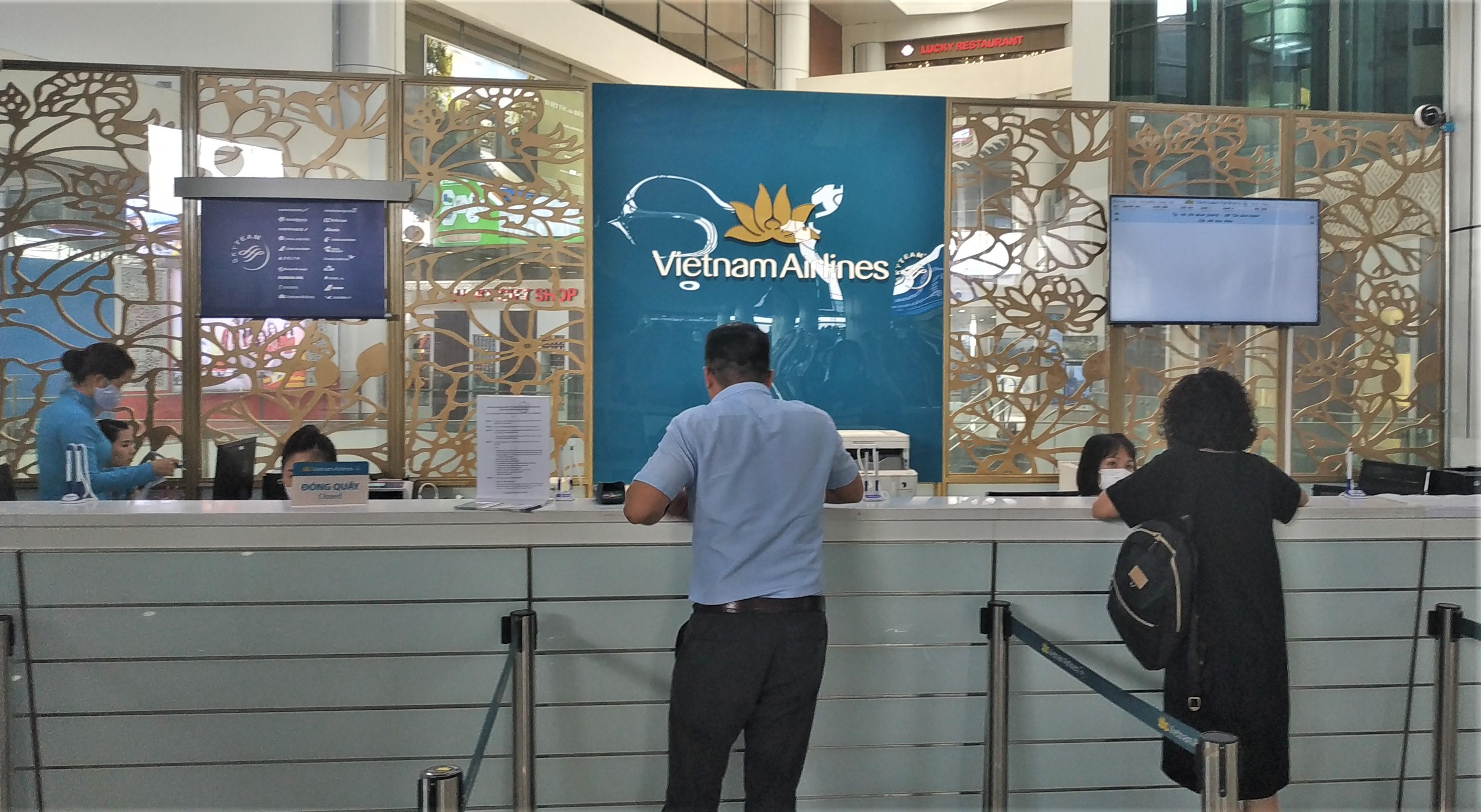 Vietnam Airlines tiếp tục tăng chuyến đưa khách rời Đà Nẵng - Ảnh 1.