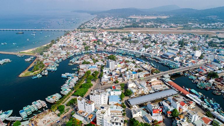 Đầu tư đất nền tại các tỉnh ven biển: Bài học sốt đất đặc khu vẫn còn - Ảnh 2.