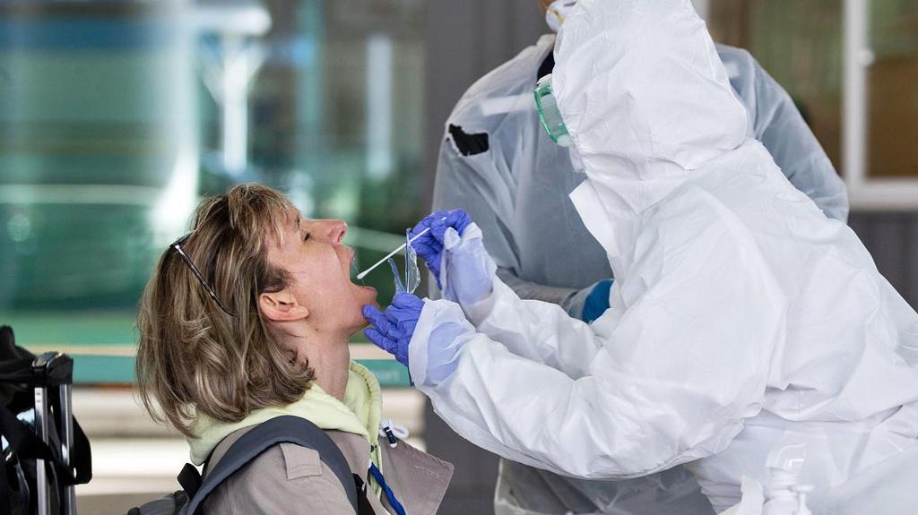Hộ chiếu miễn dịch có thể hồi sinh nền kinh tế toàn cầu? - Ảnh 2.