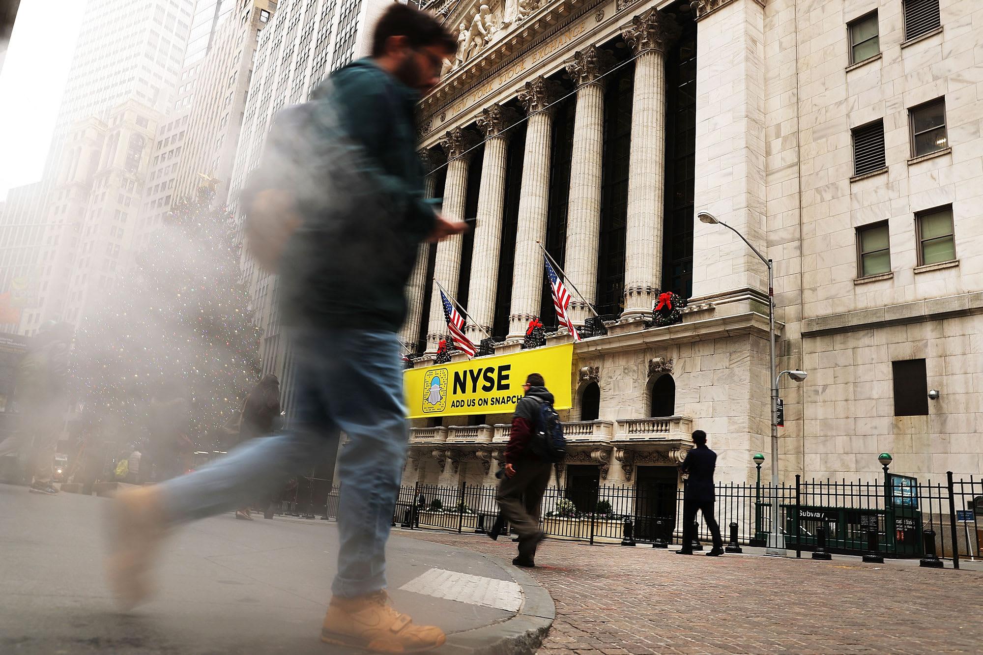 Chứng khoán Mỹ hụt hơi khi nền kinh tế không phục hồi như kì vọng - Ảnh 1.