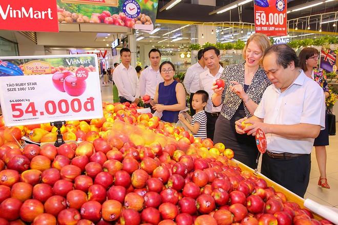 Đại sứ New Zealand quáng bá Lễ hội trái cây tại VinMart - Ảnh 1.