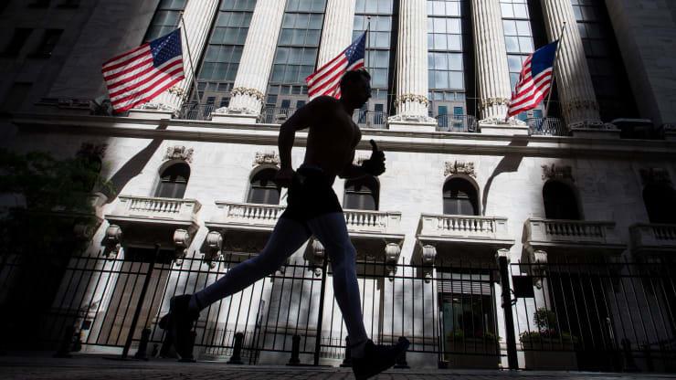 Hàng chục tỉ USD sắp tháo chạy khỏi thị trường chứng khoán Mỹ - Ảnh 1.