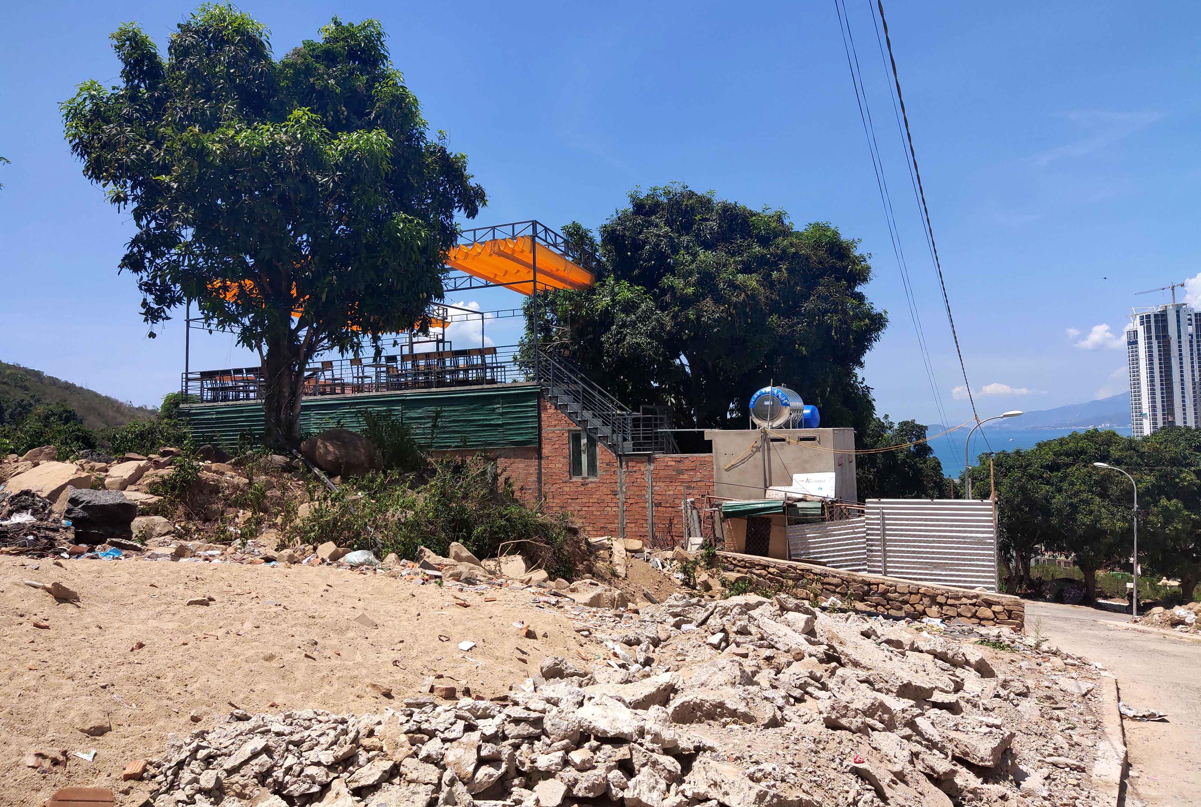 Cận cảnh khu biệt thự 'xây lụi' trên núi cô Tiên  - Ảnh 8.