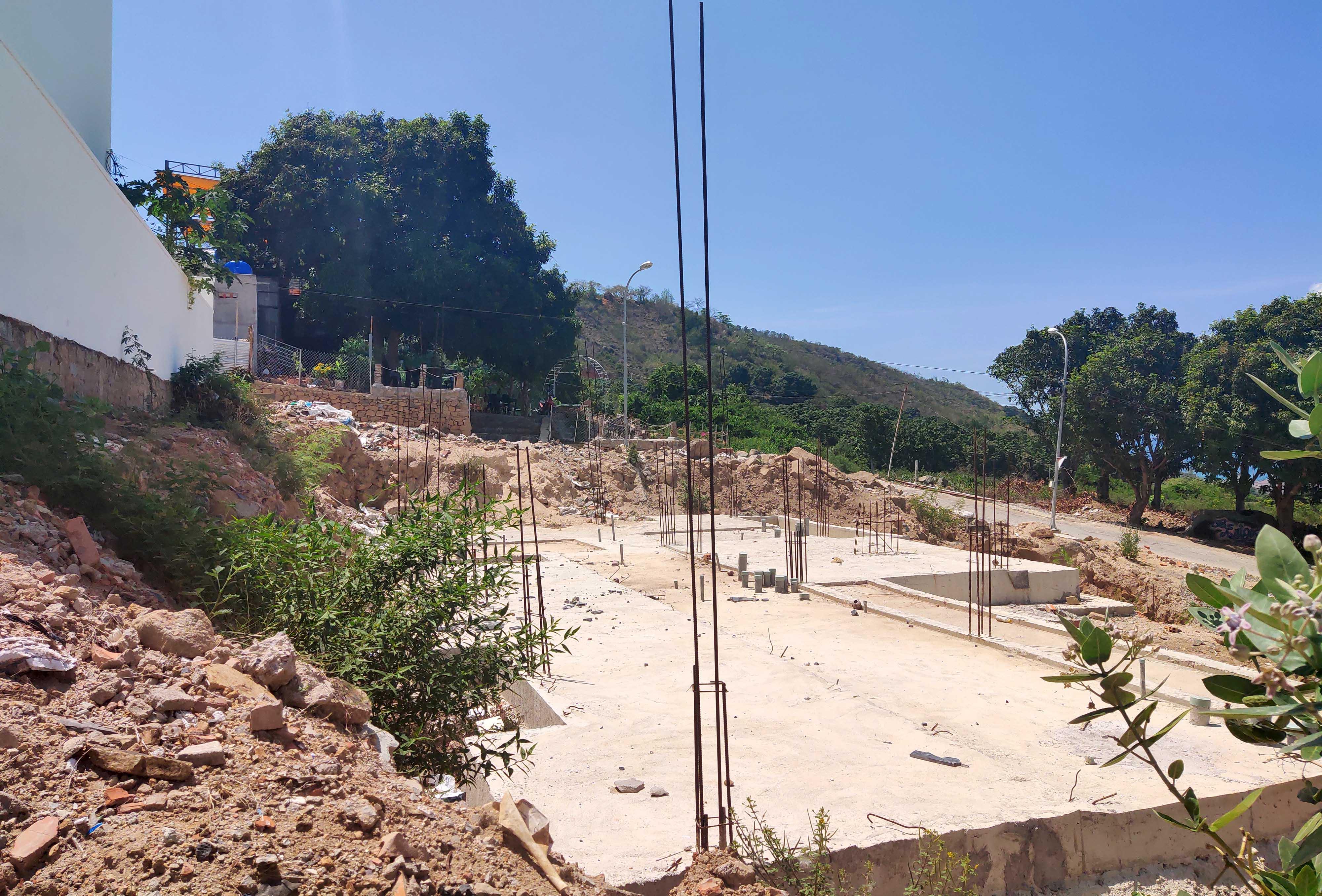 Cận cảnh khu biệt thự 'xây lụi' trên núi cô Tiên  - Ảnh 7.