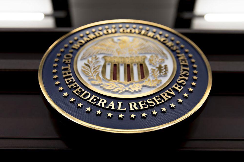 Fed buộc ngân hàng Mỹ ngừng mua cổ phiếu quĩ, giới hạn cổ tức được phép trả - Ảnh 1.