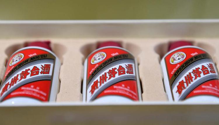 Nhà sản xuất rượu Mao Đài trở thành công ty đại chúng lớn nhất Trung Quốc - Ảnh 1.