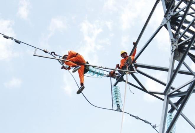 Bộ Công Thương yêu cầu EVN kiểm tra hóa đơn điện tăng bất thường - Ảnh 1.