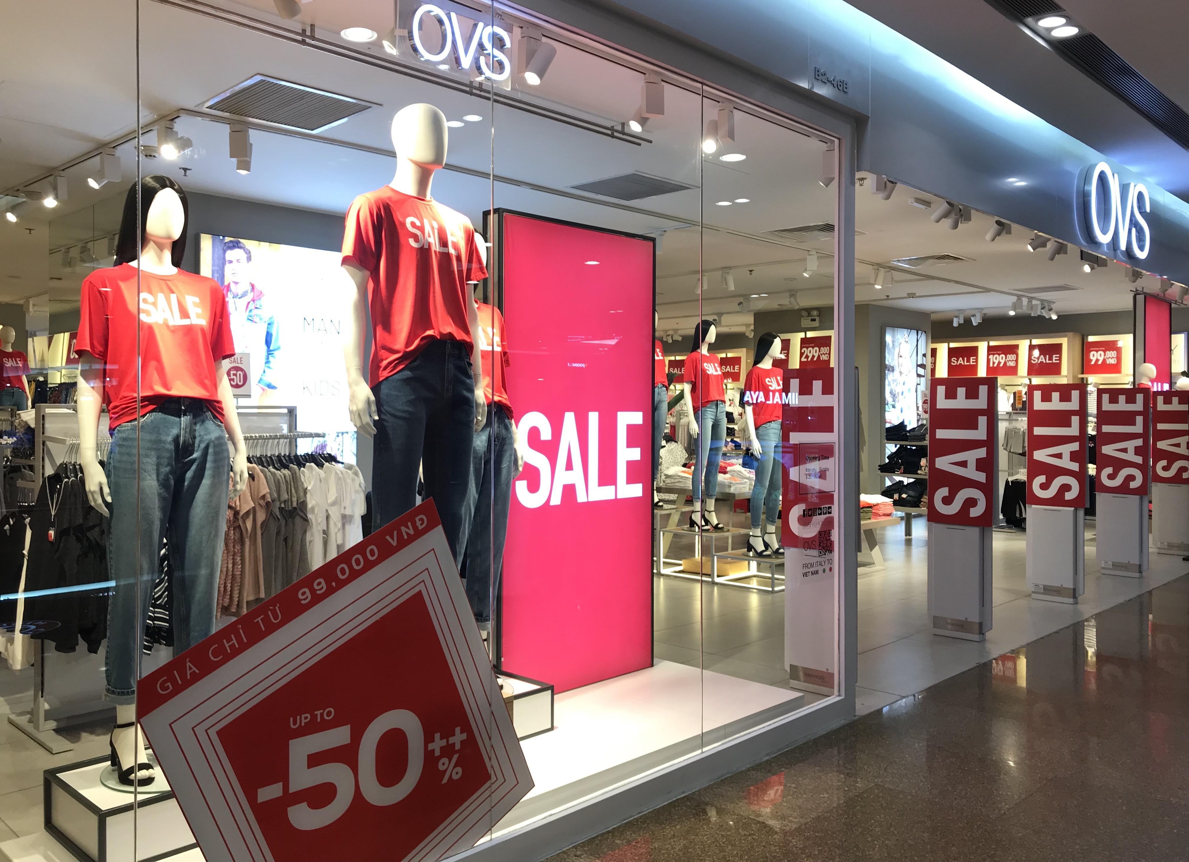 Hàng hiệu đua giảm tới 80% để kích cầu hậu COVID-19, người Sài Gòn tranh mua đồ giá sốc - Ảnh 7.