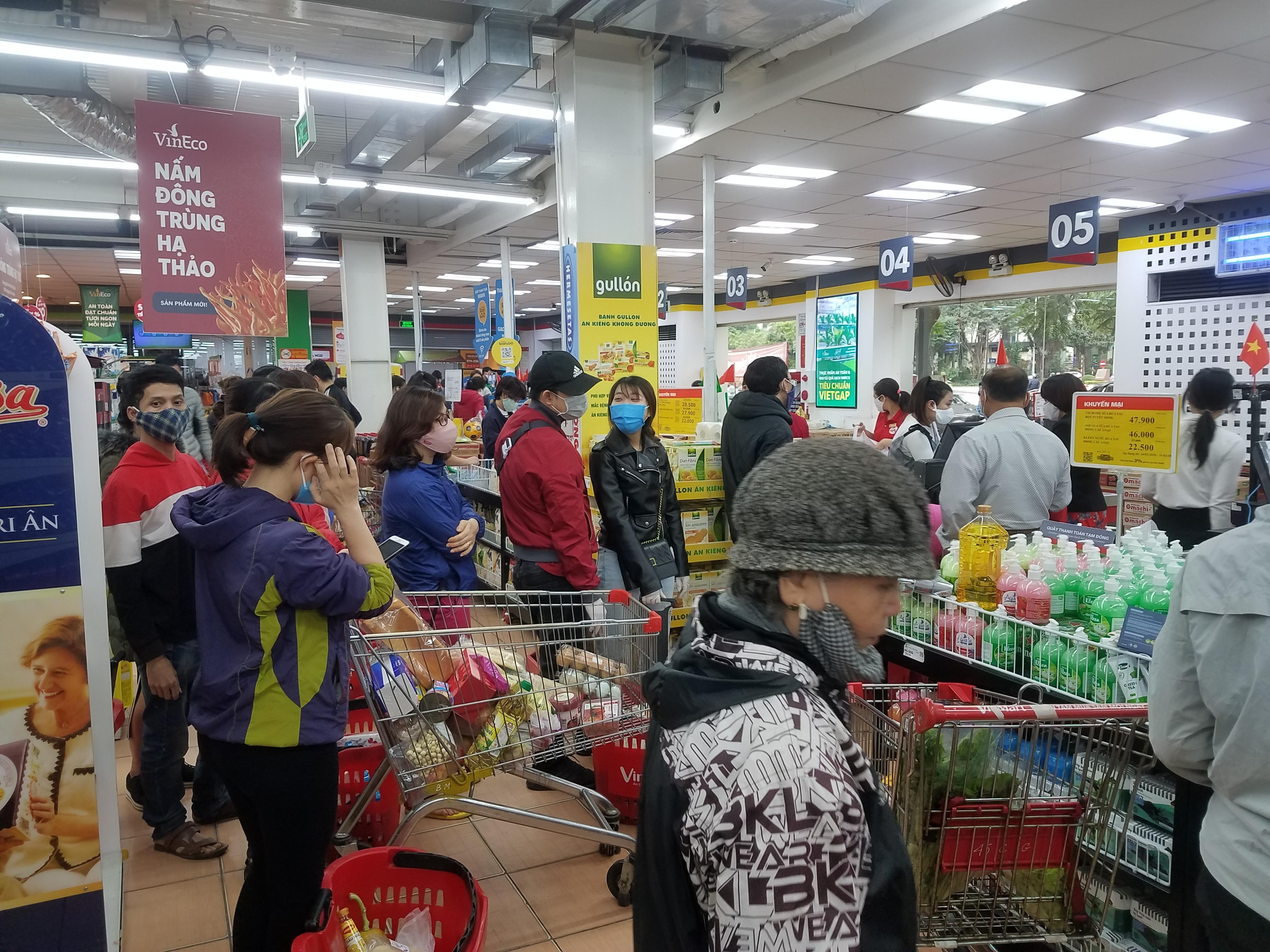 Tổng mức bán lẻ hàng hóa, dịch vụ tiêu dùng 6 tháng giảm 0,8% so với cùng kì năm ngoái - Ảnh 1.