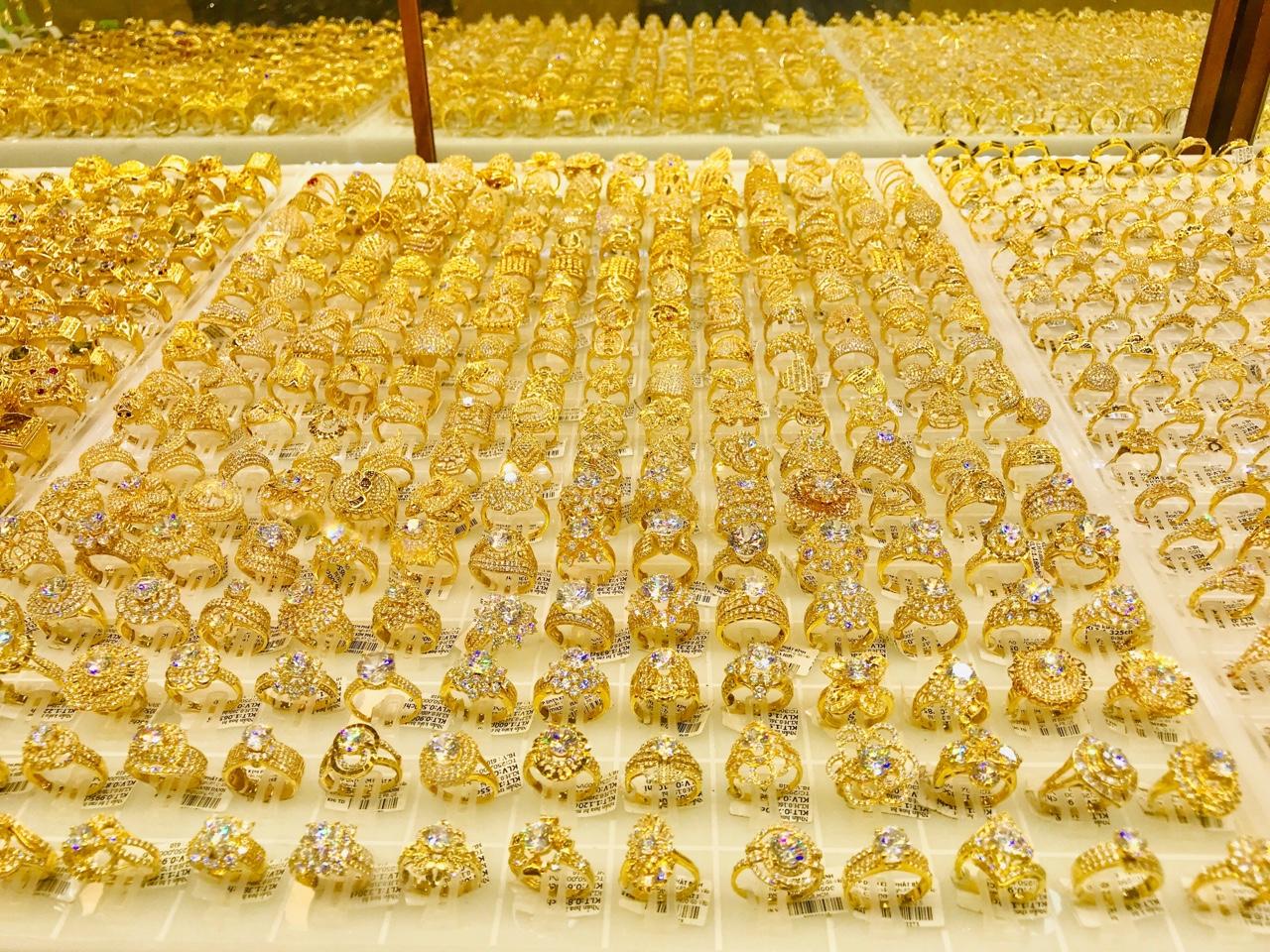 Vượt xa ngưỡng 49 triệu đồng/lượng, giá vàng trong nước dự báo sẽ còn tiếp tục tăng - Ảnh 2.