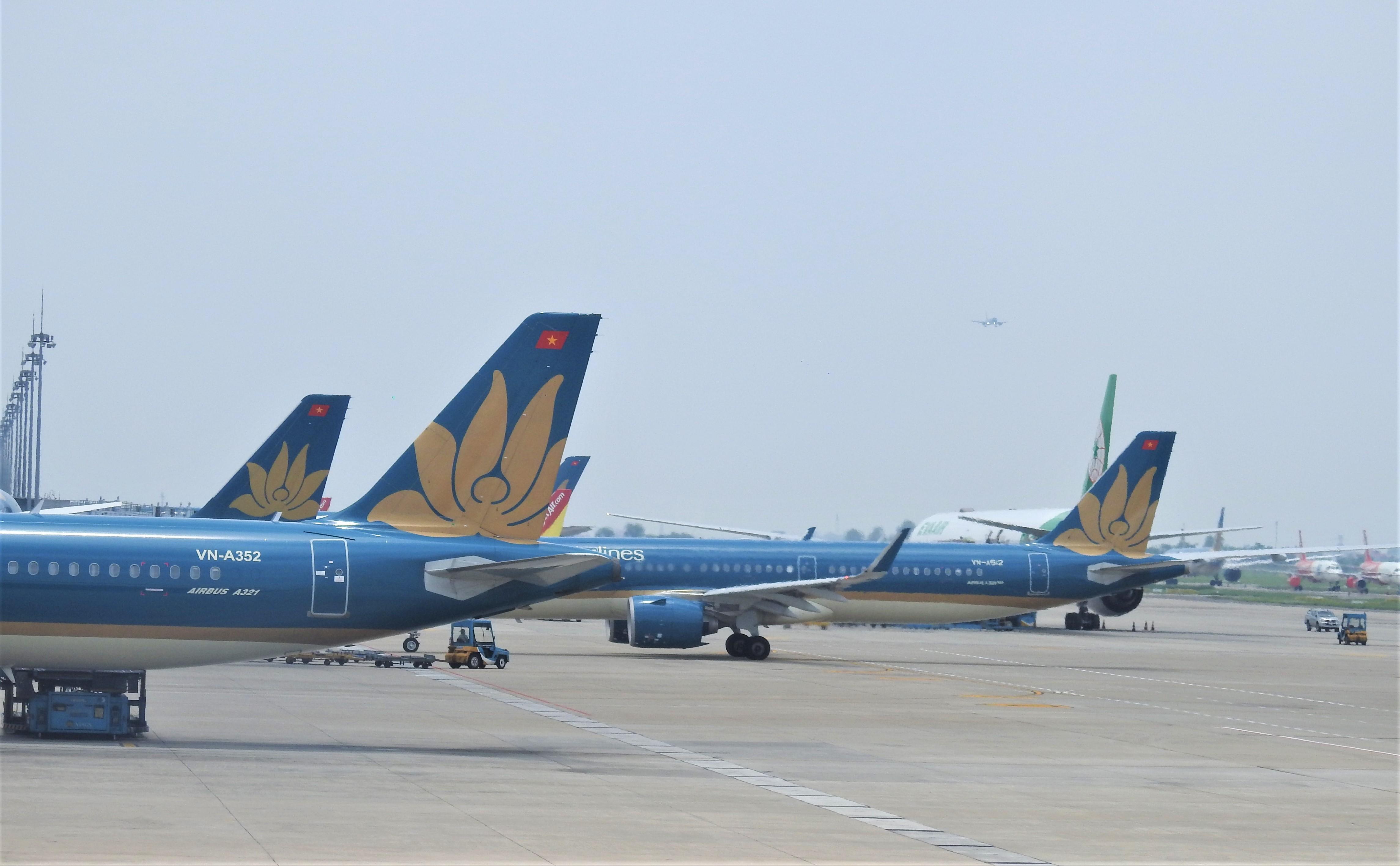 Từ ngày 1/8, giảm 30% thuế bảo vệ môi trường đối với nhiên liệu bay - Ảnh 1.