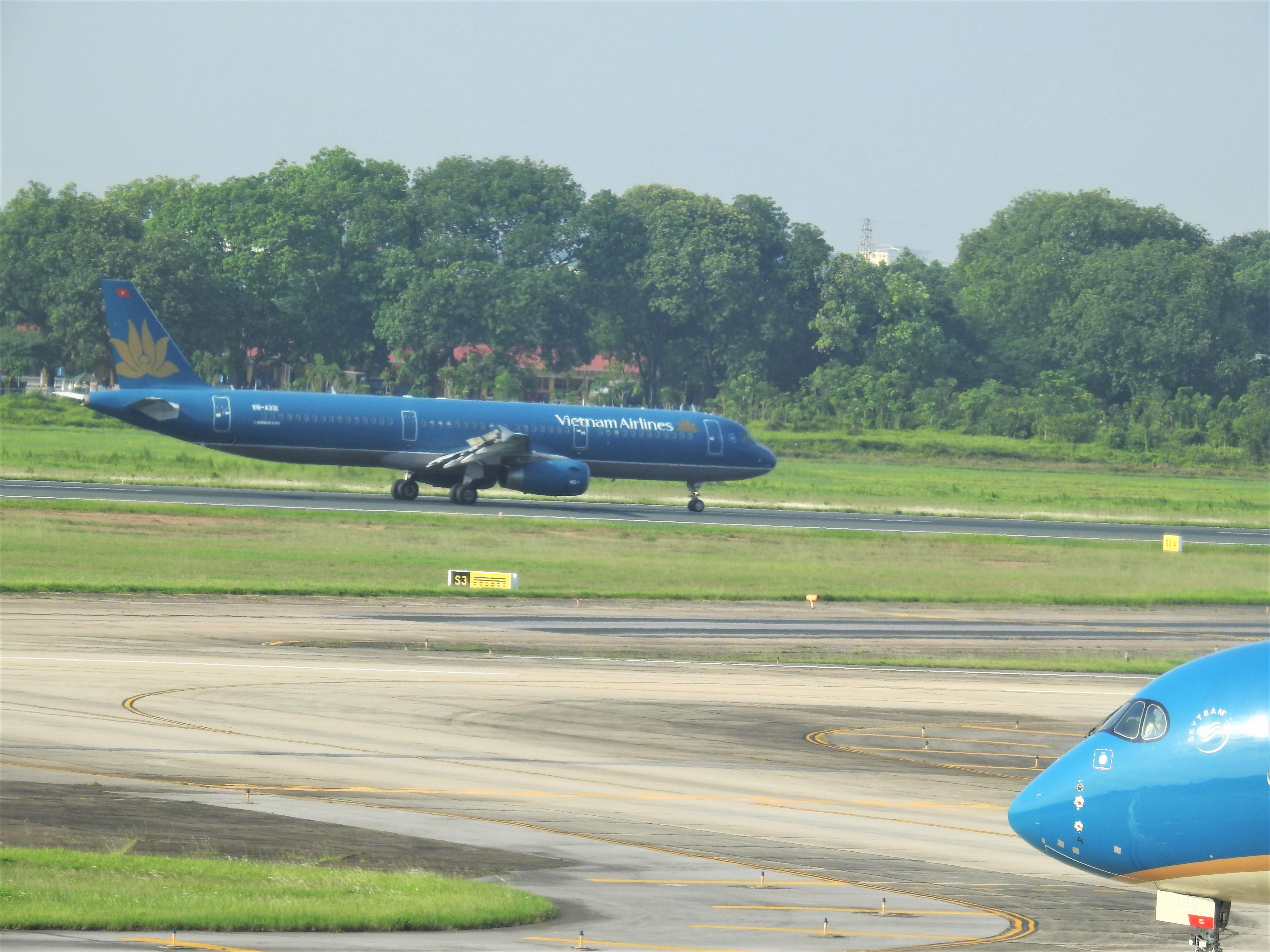 Vietnam Airlines ước lỗ gần 15.200 tỉ đồng, muốn bán bớt 9 tàu bay - Ảnh 1.