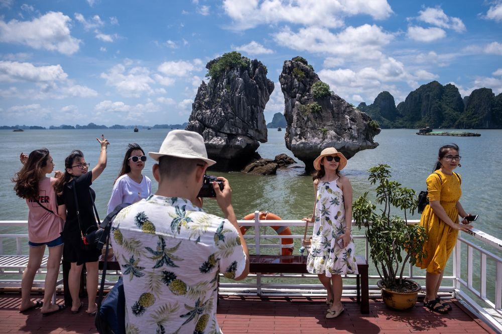 Bloomberg: Sau cơn mưa trời lại sáng với ngành du lịch Việt Nam - Ảnh 1.