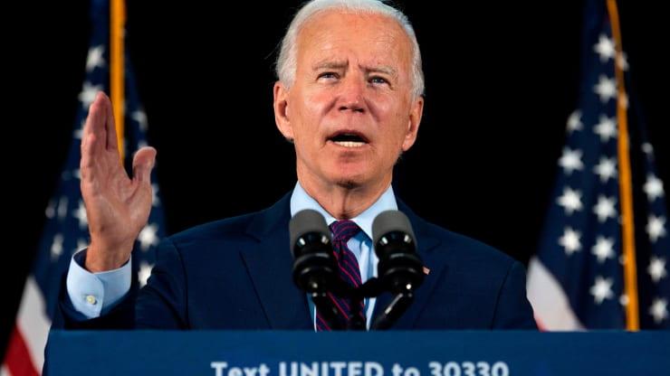 Phố Wall run sợ trước kế hoạch tăng thuế của ông Biden - Ảnh 1.