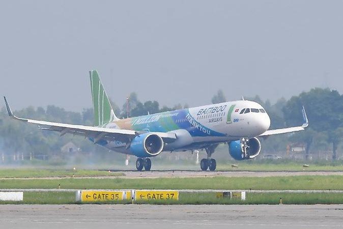 Hàng trăm chuyến bay phải hoãn, hủy vì sửa chữa đường băng Nội Bài, Tân Sơn Nhất