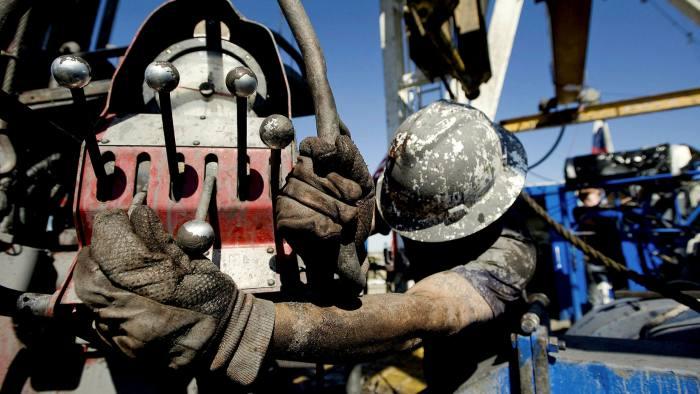 Ngành dầu đá phiến Mỹ có thể thiệt hại 300 tỉ USD trong quí II - Ảnh 1.