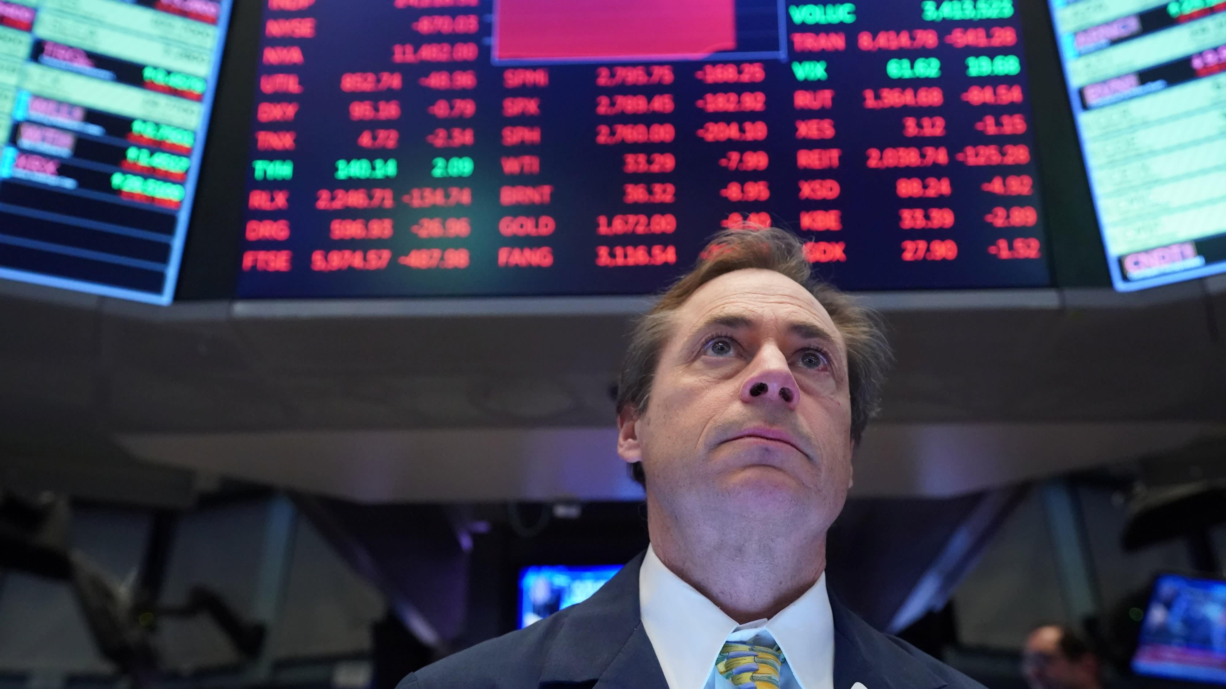 Dow Jones mất mốc 28.000, cổ phiếu công nghệ tiếp tục giảm sâu - Ảnh 1.