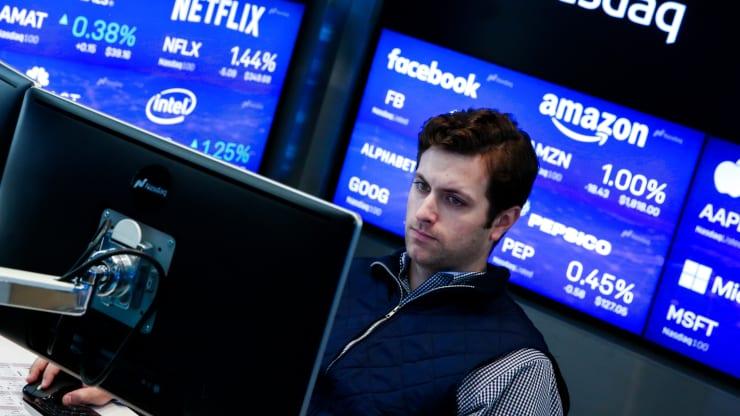 Cổ phiếu công nghệ trở thành hầm trú ẩn thời COVID-19 - Ảnh 1.