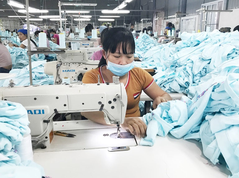Đơn hàng giảm một nửa, nguy cơ mất thêm việc làm của ngành dệt may tăng - Ảnh 1.