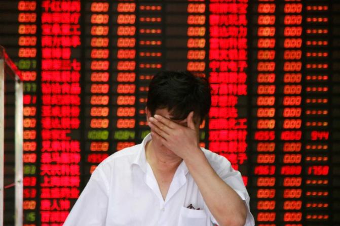 Nhà đầu tư Trung Quốc choáng váng khi thị trường chứng khoán đảo lộn quá nhanh - Ảnh 1.