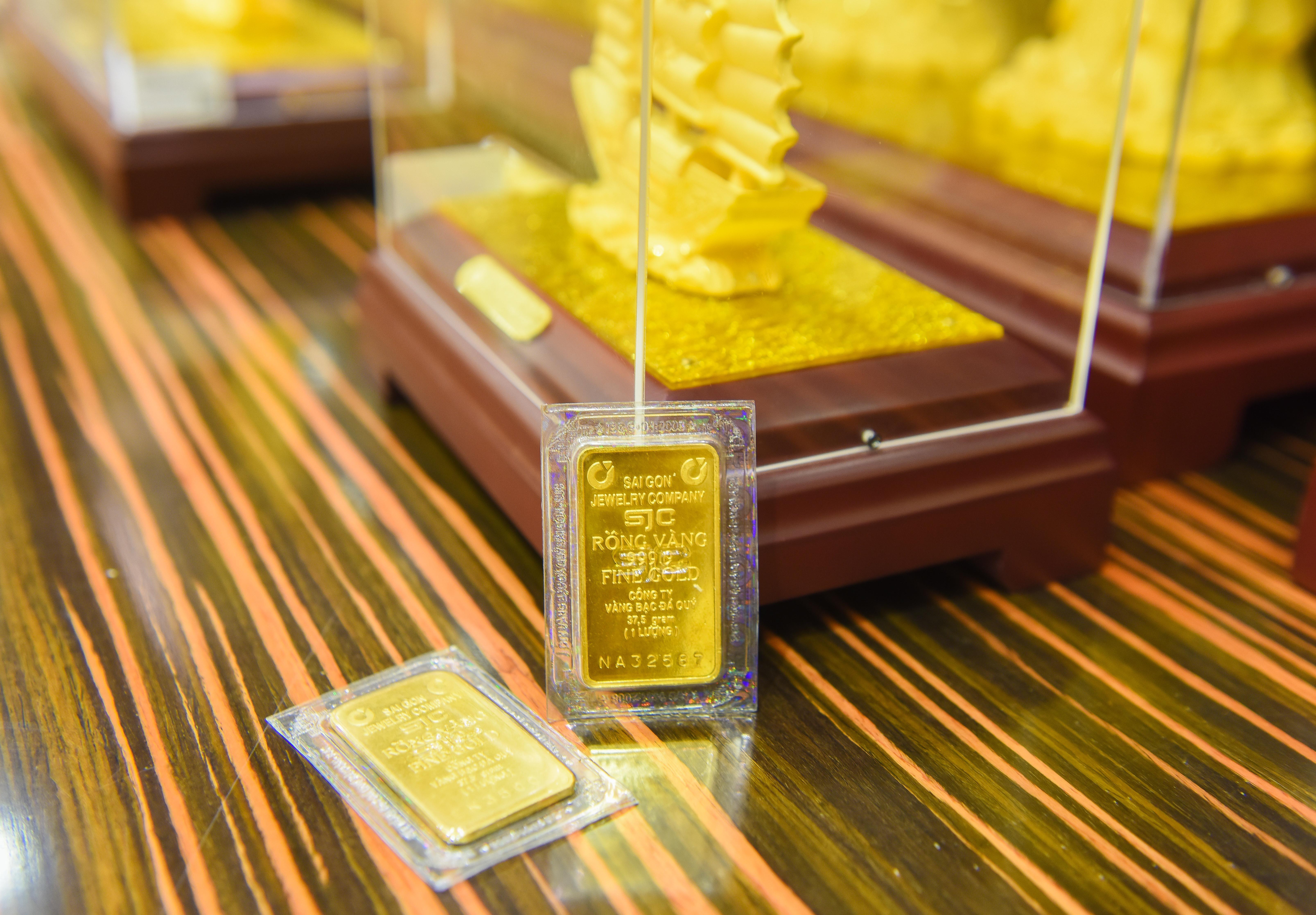 Mốc tiếp theo của giá vàng 55 triệu đồng/lượng có khả thi? - Ảnh 1.