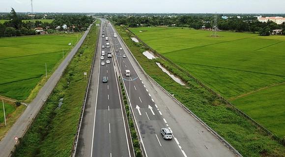 Chỉ đạt 42% kế hoạch, Bình Thuận cam kết đạt 100% giải ngân vốn đầu tư công vào cuối năm - Ảnh 1.