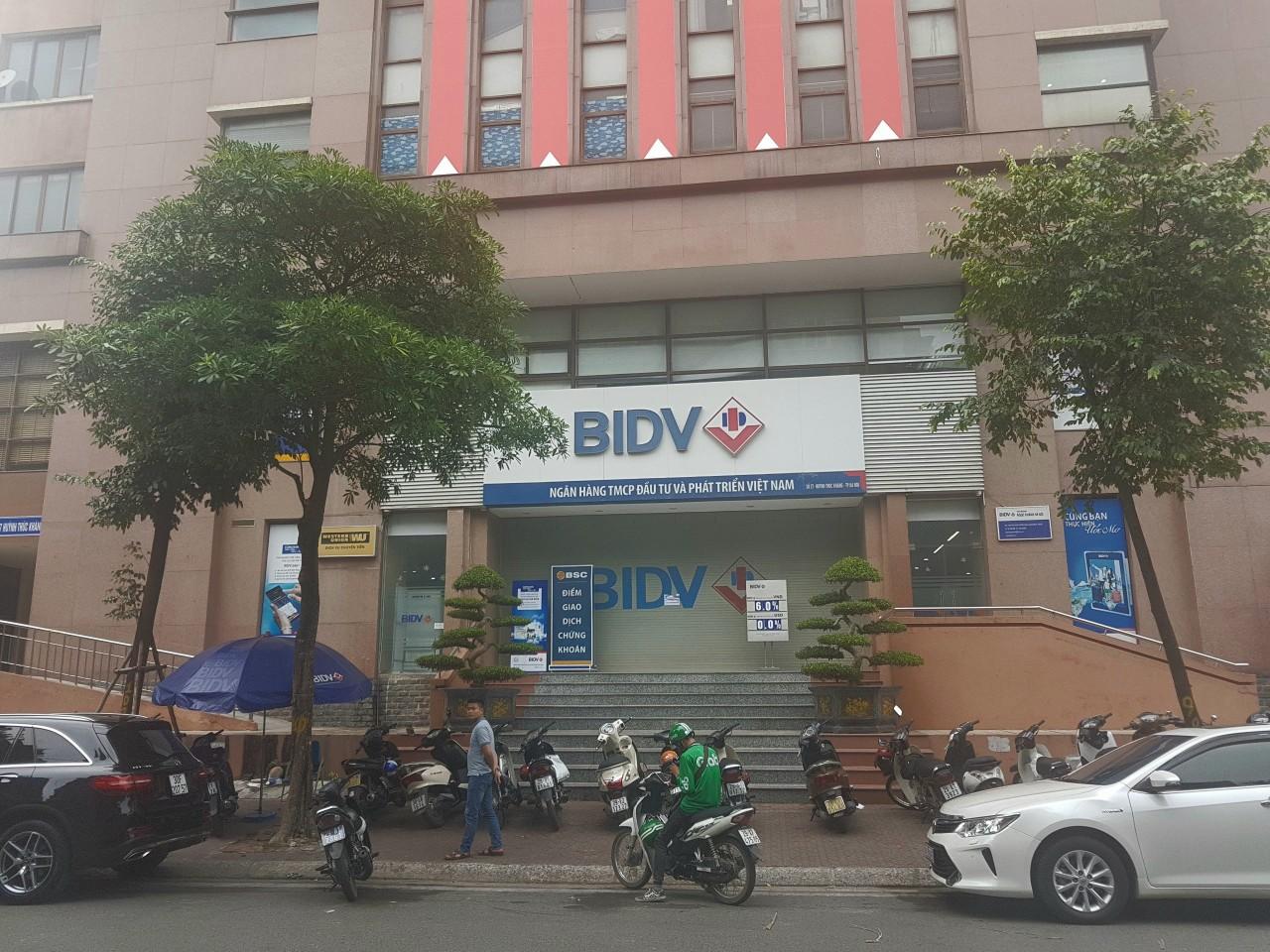 Cướp ngân hàng tại BIDV chi nhánh Ngọc Khánh - Hà Nội, thiệt hại ban đầu khoảng vài trăm triệu - Ảnh 1.