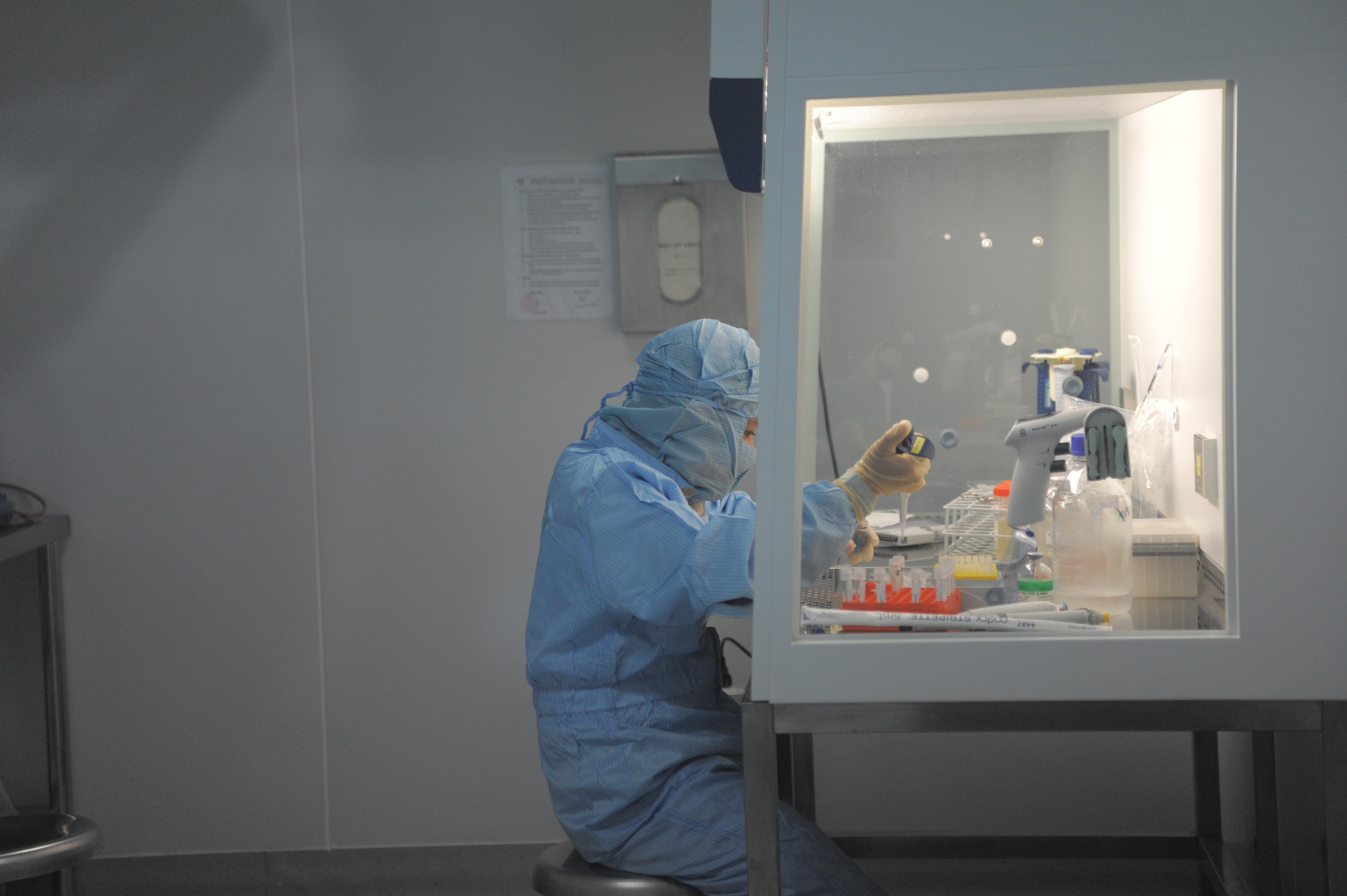 Viện Vắc xin và Sinh phẩm Y tế gửi mẫu vắc xin ngừa COVID-19 sang Mỹ thử nghiệm - Ảnh 1.