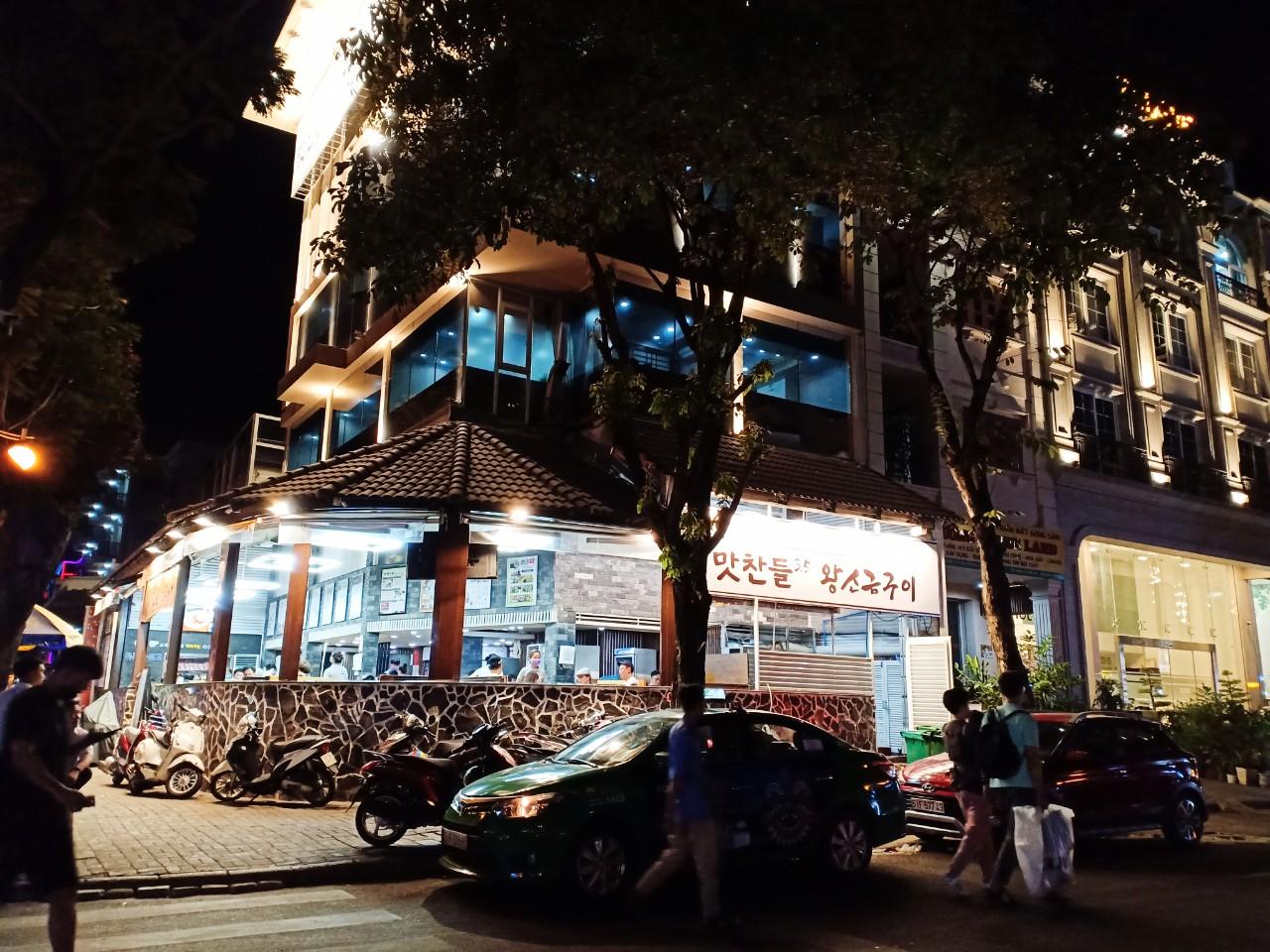 Mặt bằng bán lẻ ở khu phố người Hàn bỏ trống đến 40% - Ảnh 2.