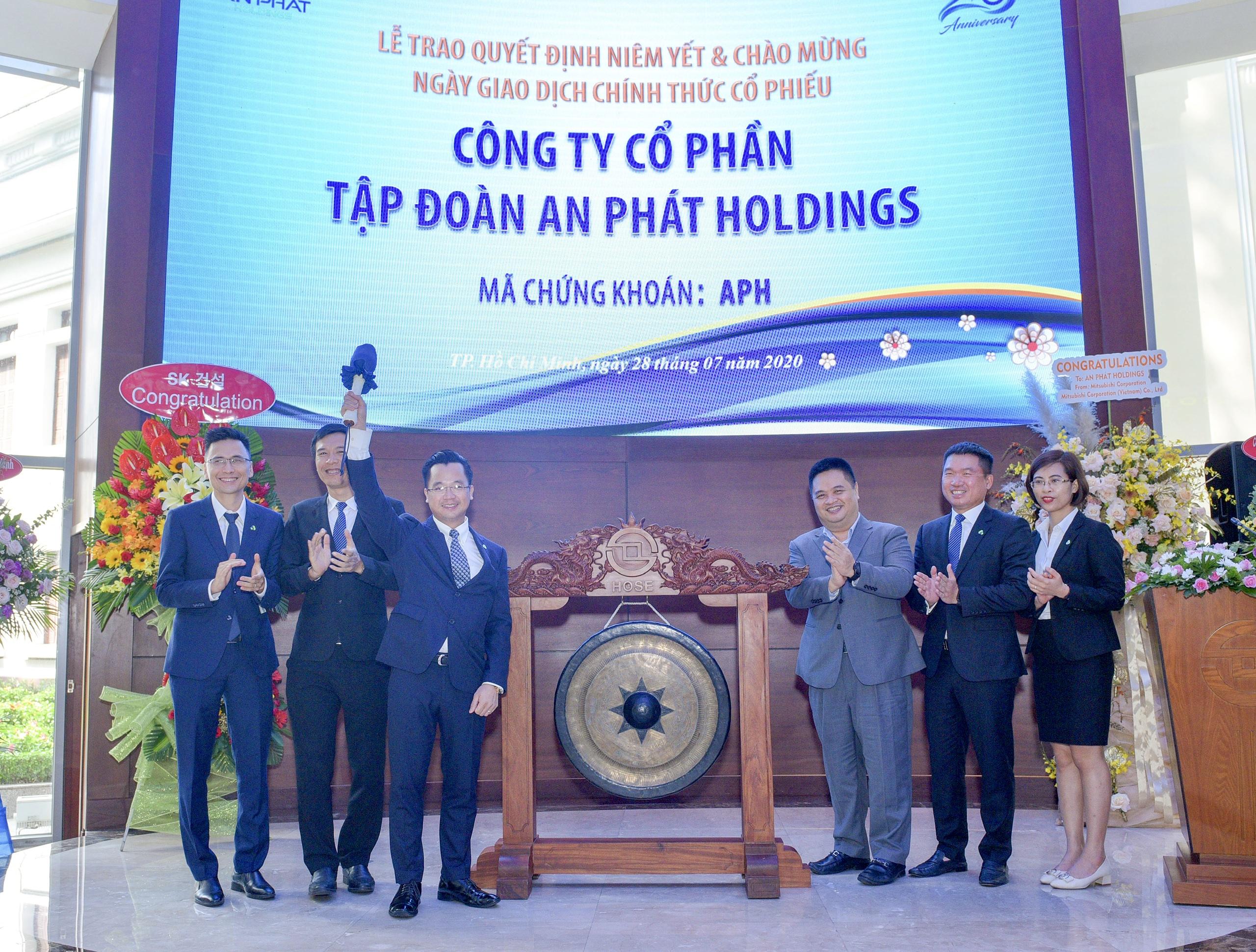 An Phát Holdings chính thức niêm yết 132,6 triệu cổ phiếu APH trên HOSE - Ảnh 1.