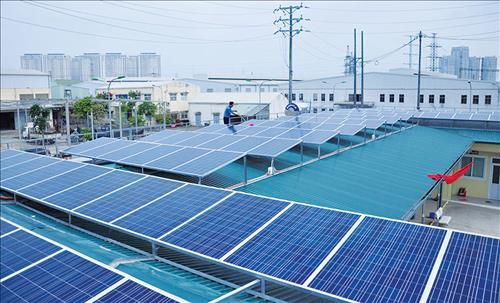 EVN đề nghị hướng dẫn phân biệt điện mặt trời mái nhà và mặt đất nối lưới - Ảnh 1.