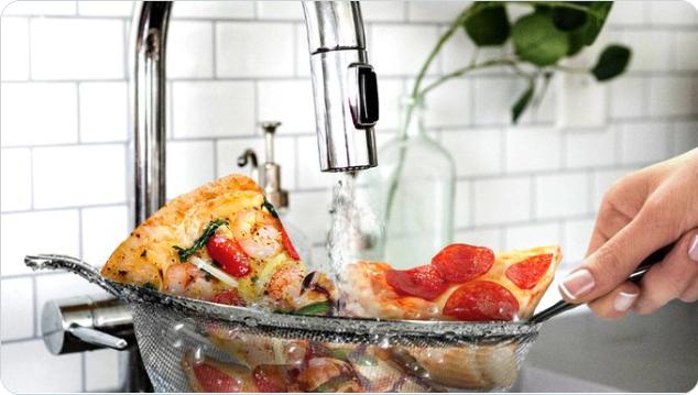 Hãng đồ ăn nhanh 'cà khịa' BBC Food bằng hình ảnh 'vo' pizza - Ảnh 1.