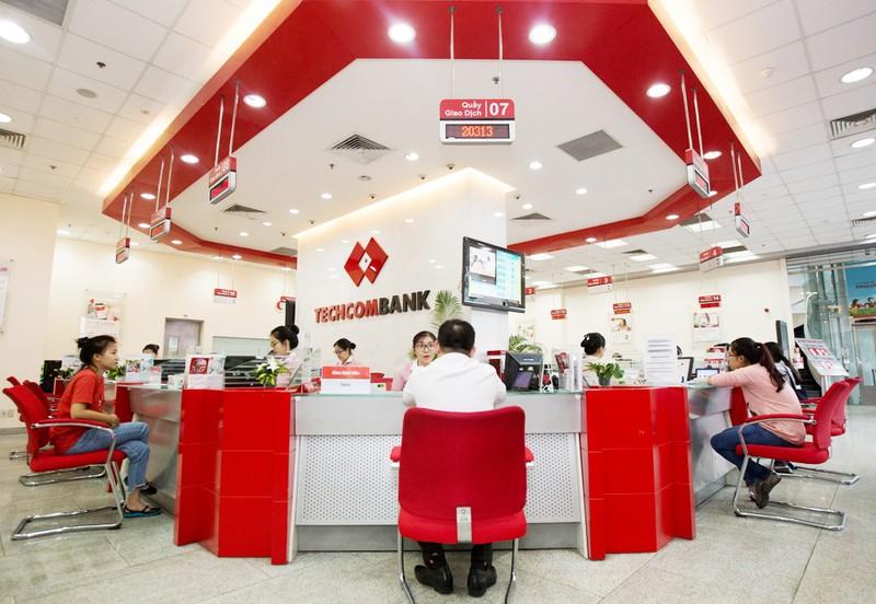 Lãi 6 tháng Techcombank tăng 19%, nợ xấu giảm mạnh - Ảnh 1.