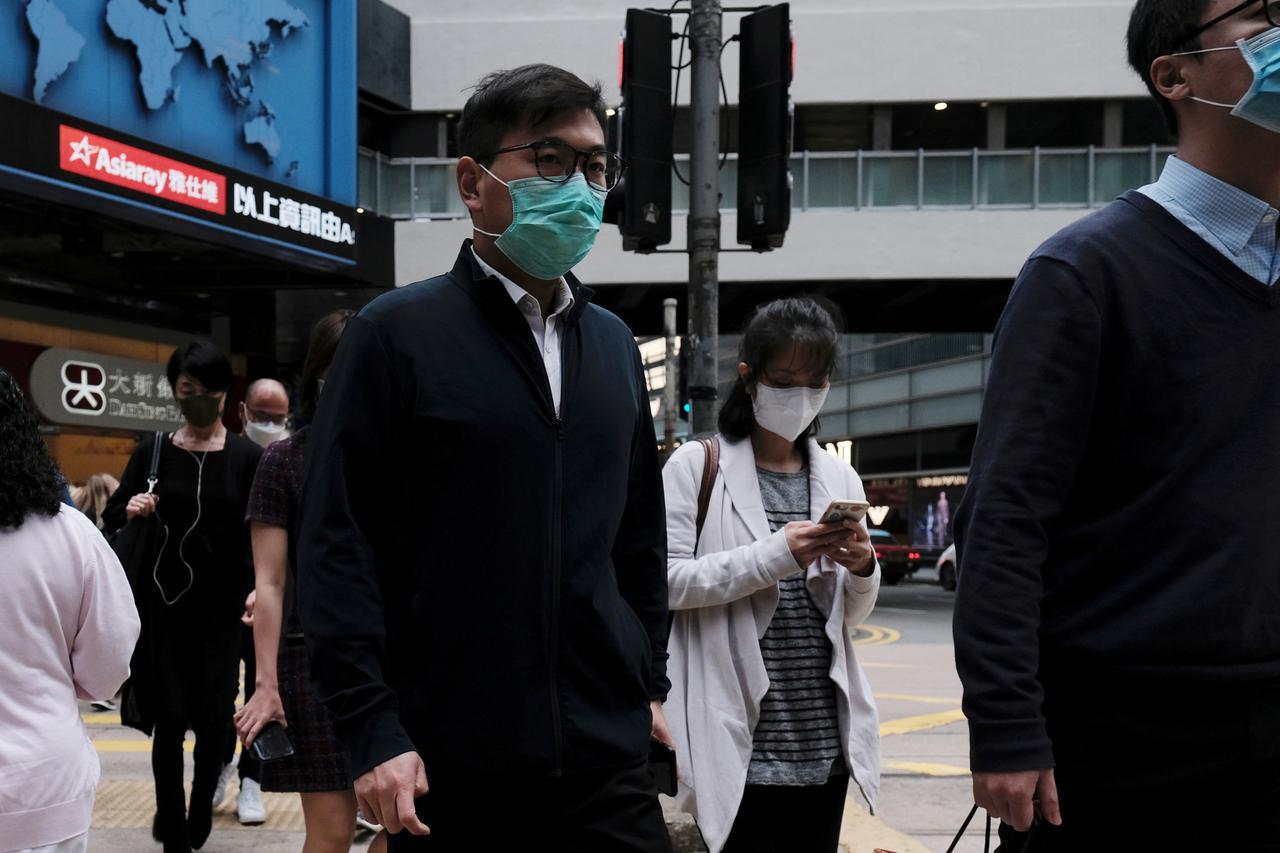 'Chạy trốn' khỏi Hong Kong, dân ngân hàng đụng độ suy thoái kinh tế, thuế cao - Ảnh 3.
