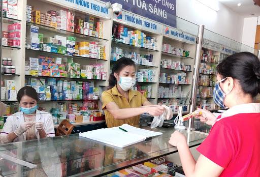 Người đến mua thuốc điều trị bệnh đường hô hấp cần phải khai báo y tế điện tử - Ảnh 1.