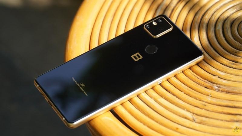 BPhone B86 được Google hỗ trợ cấp chứng chỉ cho máy bán được trên 1 triệu chiếc/năm - Ảnh 1.