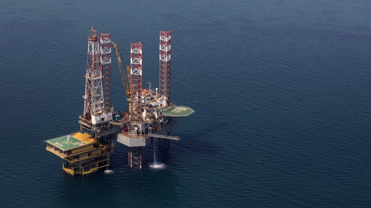 Giá xăng dầu hôm nay 1/8: Đồng đô la Mỹ rớt giá, giá dầu tăng trở lại - Ảnh 1.