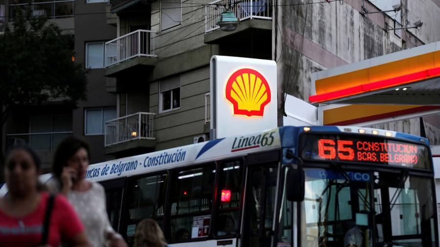 Vấp phải bộ ba yếu tố bất lợi, lợi nhuận quí II của gã khổ lồ ngành dầu mỏ Shell lao dốc 82% - Ảnh 1.