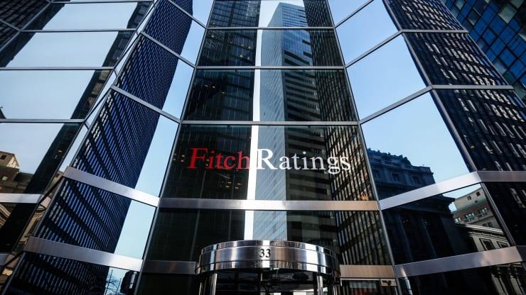 Lần đầu tiên trong lịch sử xếp hạng của Fitch, 40 quốc gia, vùng lãnh thổ bị đánh giá triển vọng tiêu cực - Ảnh 1.