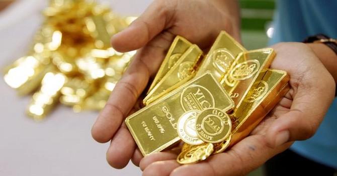 Người dân Trung Quốc, Ấn Độ bán mạnh vàng để thu tiền về do COVID-19 - Ảnh 1.